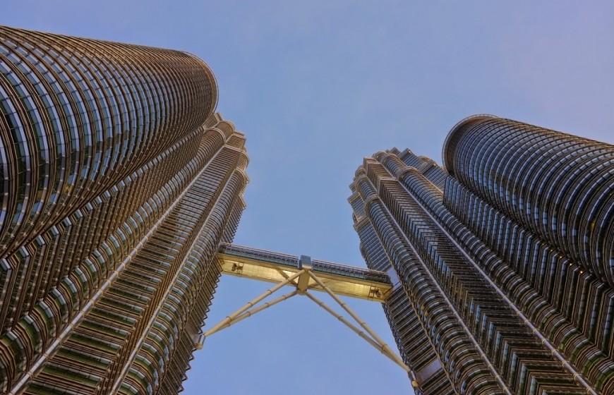البرجين التوام _ برجا بتروناس _ في ماليزيا - معلومات ماليزيا - سياحة ماليزيا - اماكن سياحية في ماليزيا