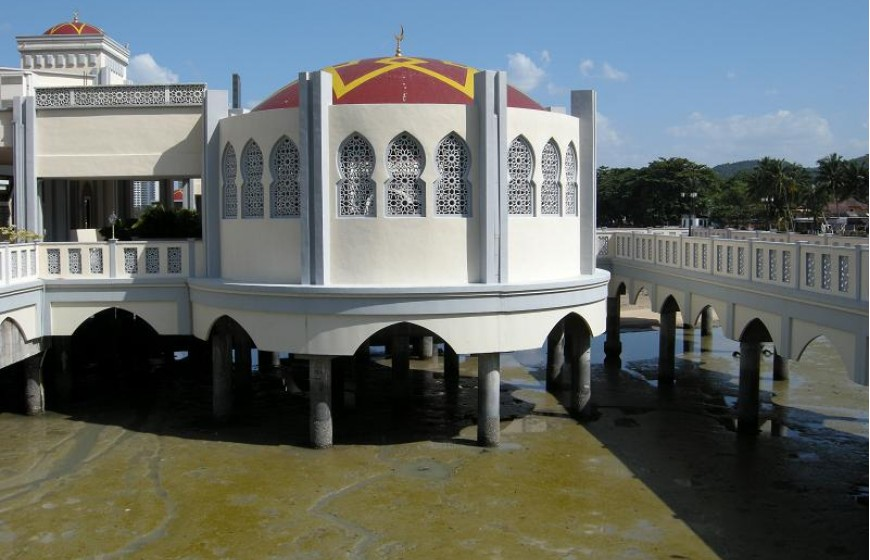 المسجد العائم في جزيرة بينانج - معلومات ماليزيا - سياحة ماليزيا - اماكن سياحية في ماليزيا