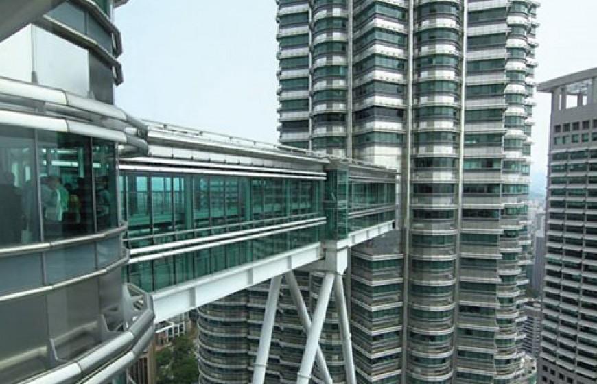 الجسر السماوي بين البرجين التؤامين - معلومات ماليزيا - سياحة ماليزيا - اماكن سياحية في ماليزيا